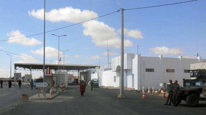 استئناف الحركة بالمعبر الحدودي بين ليبيا وتونس