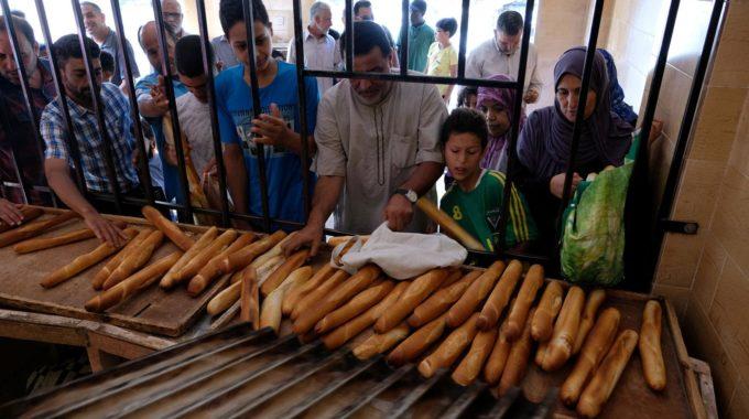 الاشتباكات الأخيرة وانقطاع الكهرباء وراء ارتفاع سعر الخبز