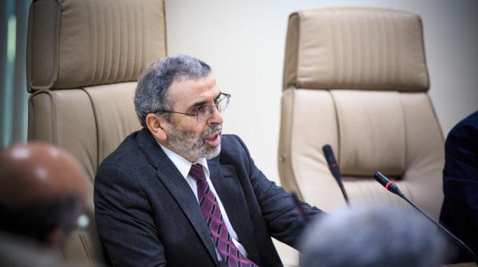 صنع الله يطالب الإمارات بردع المتورطين في سرقة النفط الليبي