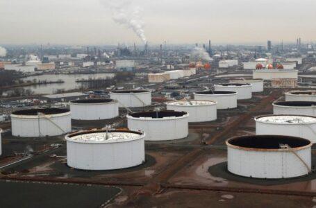 استقرار أسعار النفط العالمية بعد بيانات المخزونات الأمريكية