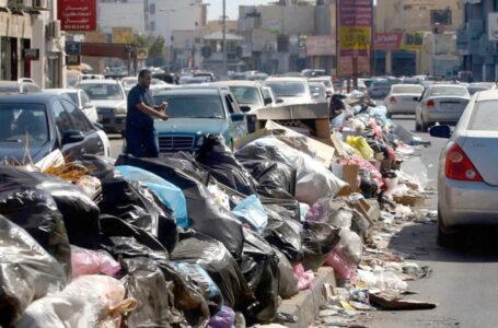 بلدي مدينة الخمس يشكو تكدس القمامة في الشوارع